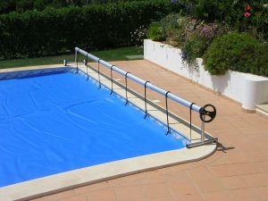 Manual pool covers installation in Algarve