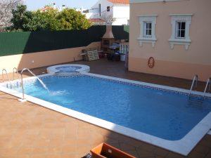 piscinas com jacuzzi em alvenaria